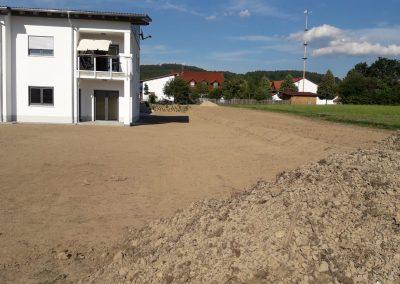 Vorbereitung der Baustelle vor der Pflasterverlegung und Begrünung, Krischke Pflaster- und Landschaftsbau in Loitzendorf
